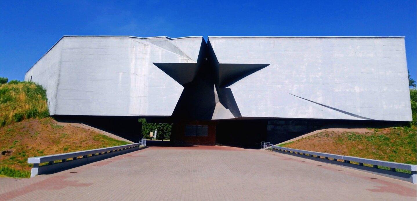 Brest Fortress tour main entrance
